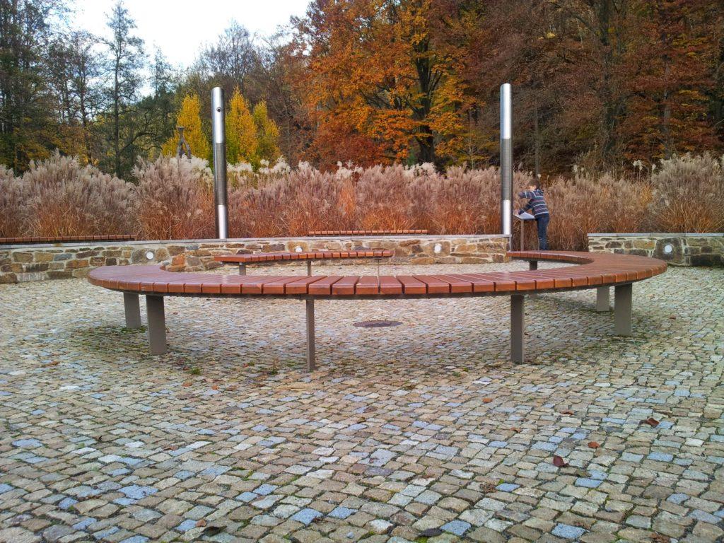 Klanginsel im Kurpark in Thermalbad Wiesenbad